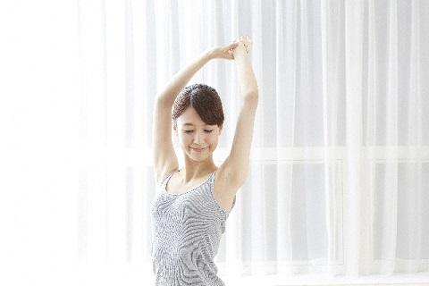 お腹の脂肪が減らせる超簡単ねじり体操のやり方