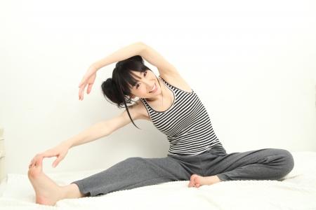 腸腰筋の筋トレは足の上げ方で負荷を調整する
