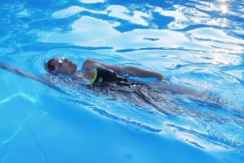 僧帽筋ストレッチは背泳ぎの動作で肩こりを予防