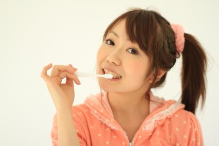 歯磨き時間は最低でも朝食後と寝る前の1日2回