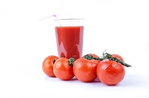 血糖値を下げる食べ物は市販のトマトジュース