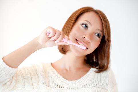 歯磨きする時間は食後すぐでなく30分後が正解
