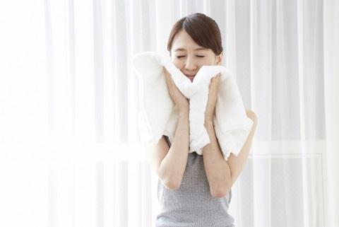 横隔膜を鍛えるにはタオルを胸に巻いて深呼吸