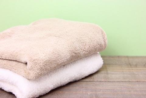 股関節を柔らかくする方法はタオルにのってやる