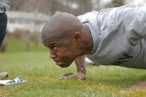 自宅の筋トレメニューの定番「自重トレーニング」
