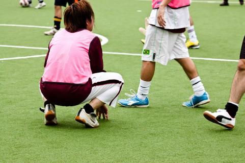 片足スクワットは脚だけでなく体幹も鍛えられる