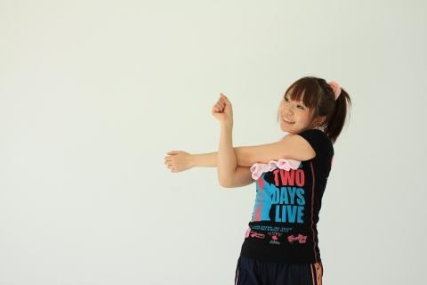 腹斜筋の筋トレは腕を横に開いて体をねじるだけ