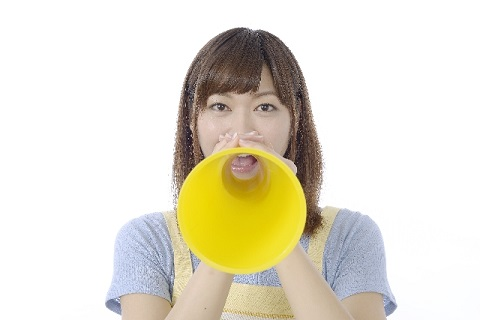 女性は50歳で200ヘルツ以下の低い声になる