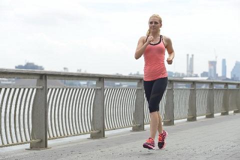 ウォーキングの消費カロリーを増やす早歩き4歩