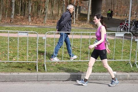 腸腰筋を鍛えるなら歩幅を1.5倍にして歩くだけ