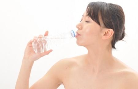 体脂肪率を落とすなら測定前に水を飲むとイイ